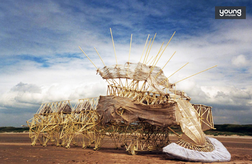 ▲ 테오얀센의 작업 strandbeests / https://bit.ly/2MEpYdt